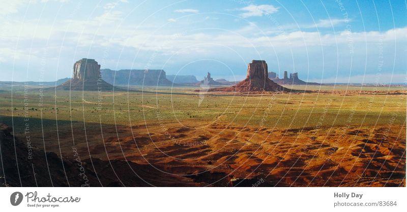 Das Leben ist schön... Himmel Sommer Ferien & Urlaub & Reisen Ferne Farbe Berge u. Gebirge Freiheit Glück USA Niveau Wüste Amerika Schönes Wetter Kulisse 2006 Indianer