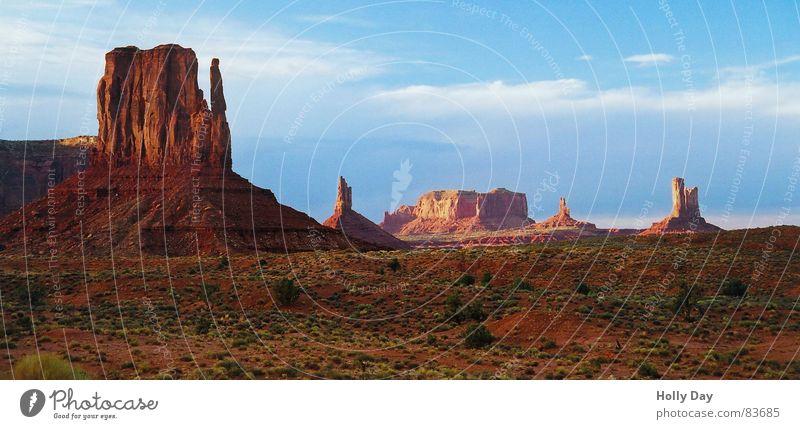 Ein Nachmittag in Freiheit Himmel Sommer Ferien & Urlaub & Reisen Ferne Farbe Berge u. Gebirge Freiheit Glück USA Niveau Wüste Amerika Schönes Wetter Kulisse 2006 Indianer