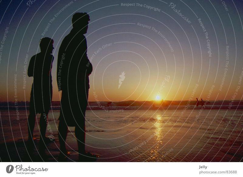 urlaubsgefühle Mensch Mann blau Wasser rot Sonne Meer Sommer Strand Erwachsene gelb Spielen Küste See Erde Wellen