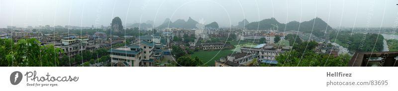 Kegelberge von Guilin Stadt China grün Nebel Aussicht Einsamkeit faszinierend Ausmaß Gras Nebelschleier Ferne Wildnis Schleier Fluss Grünfläche Wiese Smog