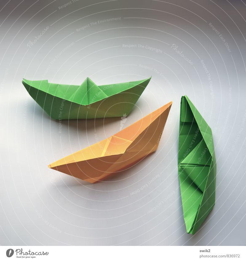 Schiffsfriedhof grün gelb Zusammensein Verkehr gefährlich einfach Papier Schifffahrt eckig Kunstwerk Krise Verkehrsmittel Papierschiff Kultur Wasserfahrzeug