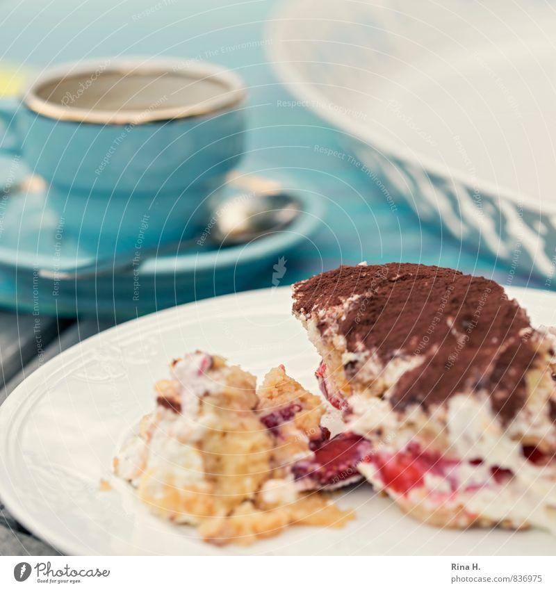 SommerTiramisu Milcherzeugnisse Dessert Italienische Küche Geschirr Teller Tasse lecker süß Lebensfreude genießen Erdbeeren Kaffeetasse Farbfoto Außenaufnahme