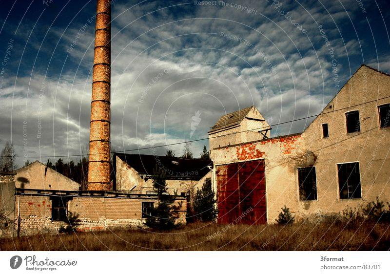 exFabrik alt Himmel Sonne ruhig Wolken Einsamkeit Gebäude Industrie Vergänglichkeit verfallen Ruine Schornstein Osten Demontage Leerstand