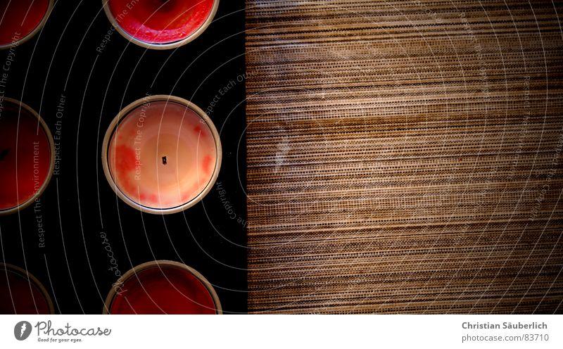 Schief aber Retro Kerze Tisch Kerzenständer Wachs Teelicht 6 braun schwarz rot rosa Streifen retro Siebziger Jahre haselnussbraun Bar nußbraun Theke quer