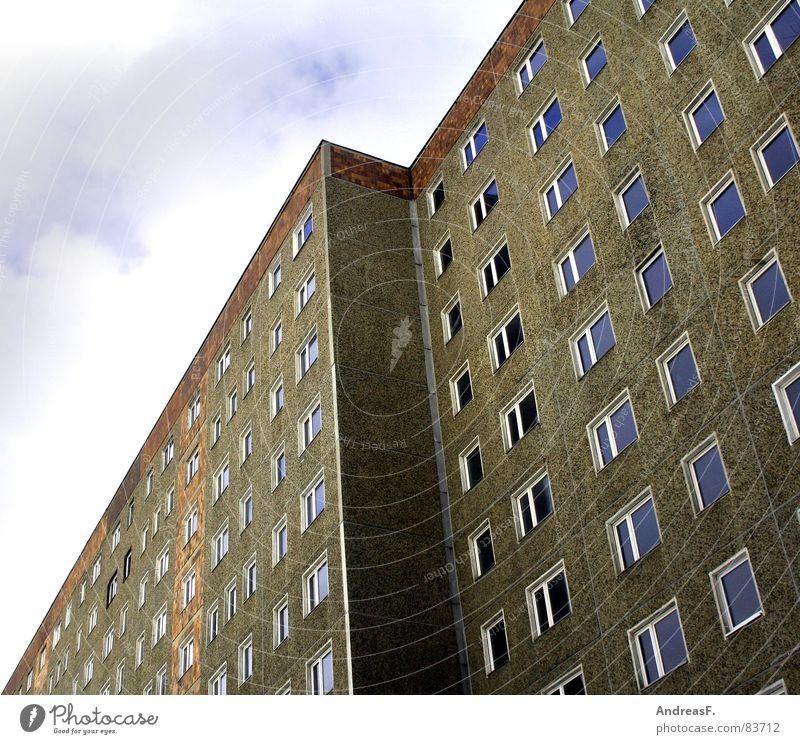 Platte II Stadt Haus Fenster Wand Gebäude Deutschland Wohnung Fassade hoch Hochhaus Baustelle diagonal DDR Stadtteil Nostalgie Fahrstuhl