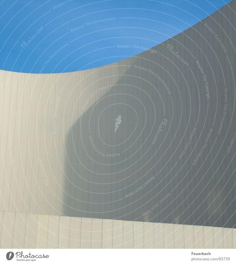 Beton mal schön Himmel blau weiß Wand Architektur Gebäude Mauer Linie hell Wellen Fassade modern rund Bauwerk