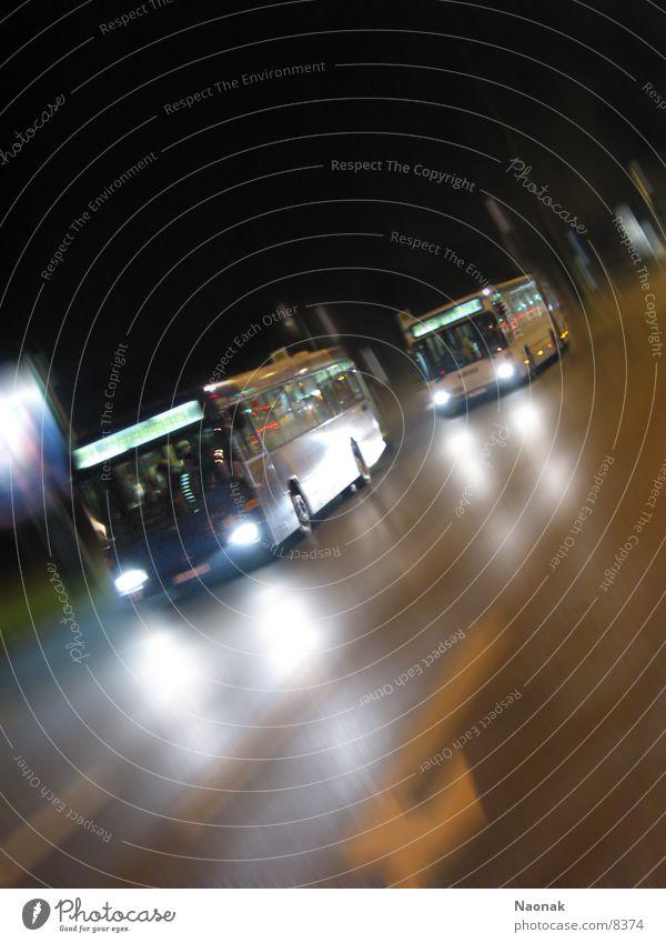 busrace1 Nacht Licht Reflexion & Spiegelung Bewegungsunschärfe Verkehr Bus Abend