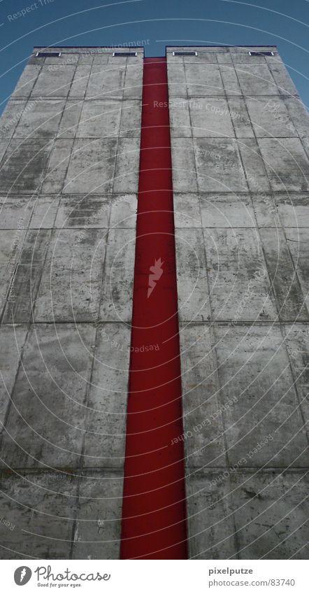 | roter rebell || rebellieren heiß Physik kalt Streifen Wand Beton Fassade Stil grau Rebell Aufstand Mauer Haus dunkel tief schwer Stabilität Geschwindigkeit
