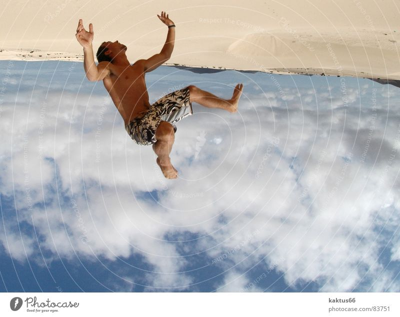 Unterm Eis - Time to Fly - die Drei Himmel Ferien & Urlaub & Reisen Jugendliche Sommer Meer Freude Strand Sport fliegen braun Sand springen Luft Erde stehen Fröhlichkeit