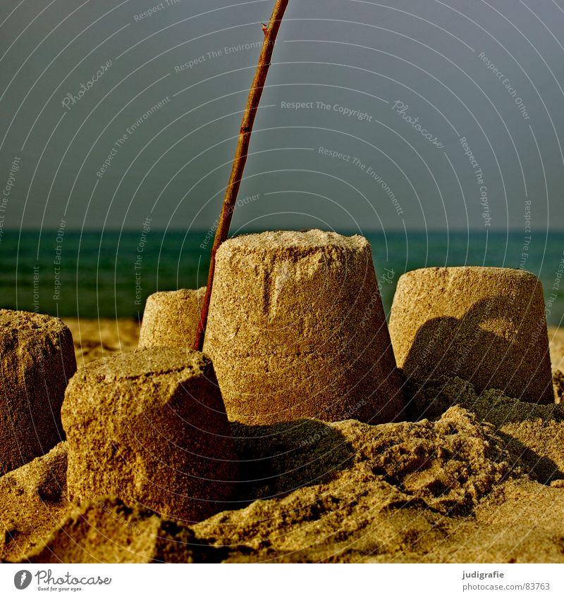 Sandburg Himmel Wasser Ferien & Urlaub & Reisen Meer Sommer Strand Freude Spielen Wärme See Kindheit Freizeit & Hobby Ast Schönes Wetter Physik