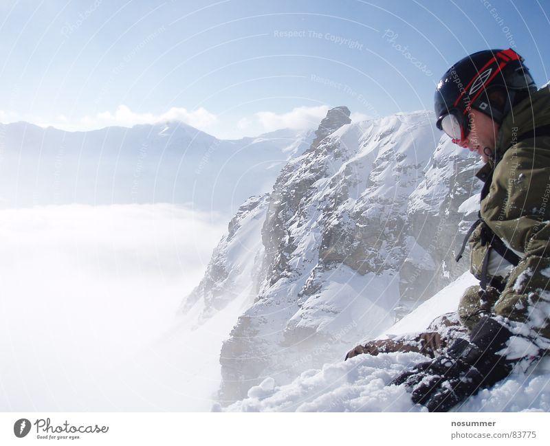 ausschau nach der optimalen line Natur Winter Berge u. Gebirge Schnee Sport Spielen Felsen Nebel sitzen Aussicht groß Schönes Wetter Schneebedeckte Gipfel Konzentration Jacke abwärts