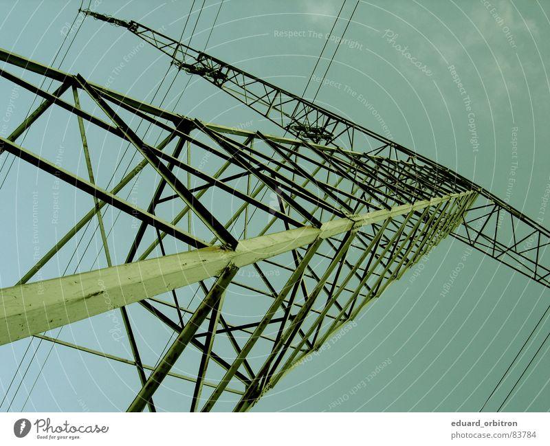 110 000 Volt.... Froschperspektive Elektrizität Gitter Steckdose Kraft Versorgung gefährlich Industrie Stromschlag Energiewirtschaft bedrohlich Himmel Tag