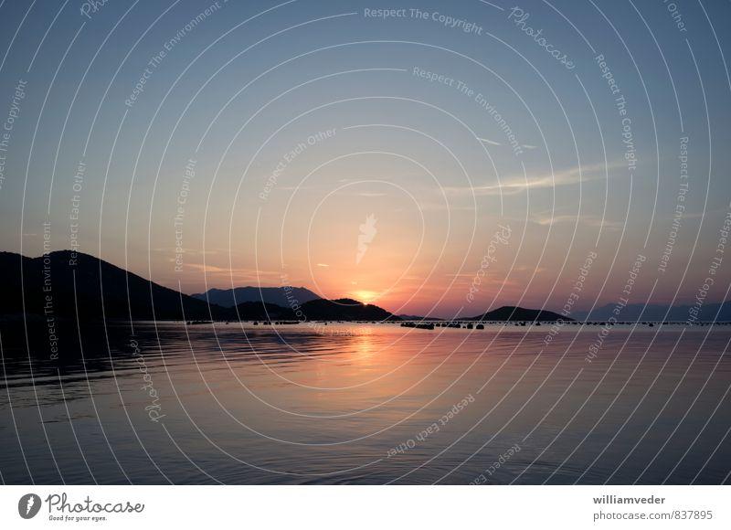 Sonnenuntergang am Meer mit Hügeln Himmel Natur Ferien & Urlaub & Reisen blau Erholung ruhig Ferne gelb Liebe natürlich Glück Freiheit orange gold