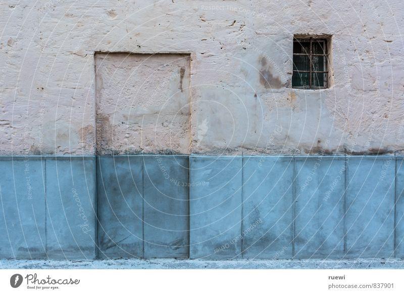 Sesam, öffne dich, verdammt nochmal! blau Haus Fenster Wand Architektur Mauer Gebäude Stein braun Metall Fassade Wohnung Häusliches Leben Tür geschlossen