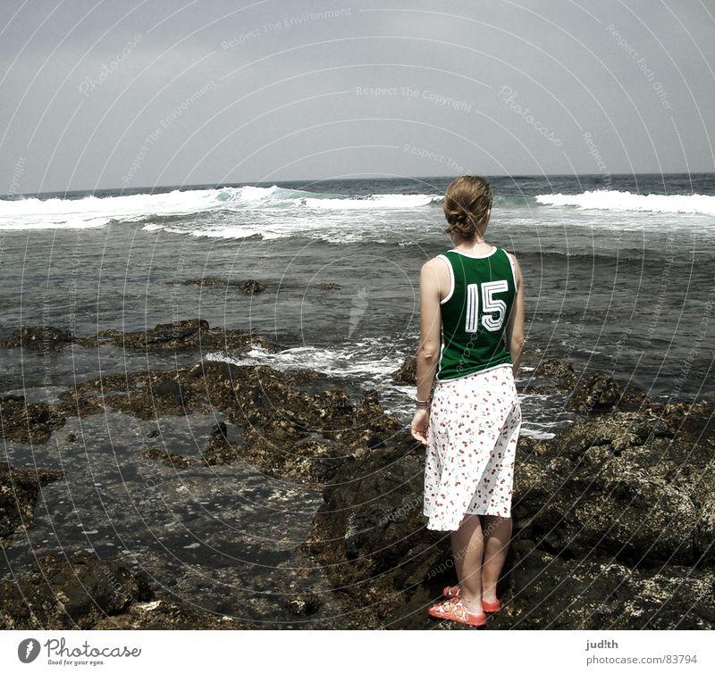 ... and take me to the horizon Ferien & Urlaub & Reisen Küste Fernweh Sehnsucht Meer Strand Horizont Lanzarote Frau Sommer Wolken Frieden Felsen Ferne Himmel