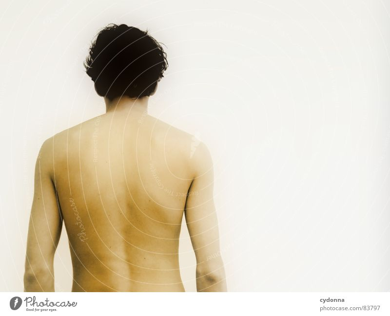 Wer bin ich? I Mann nackt unsichtbar geheimnisvoll Identität Wand Porträt kalt Wegsehen Rückseite Barriere Reihe Oberkörper Mensch Schulter Ausgrenzung