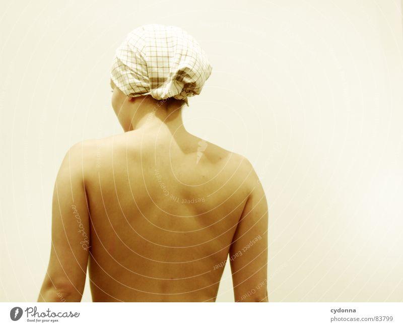 Wer bin ich? III Frau nackt unsichtbar geheimnisvoll Identität Wand Porträt kalt Wegsehen Rückseite Barriere Reihe Oberkörper Mensch Schulter Ausgrenzung