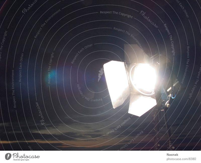 enlight up the night 2 Licht Lampe Leuchter Nacht dunkel Elektrisches Gerät Technik & Technologie filmdreh Scheinwerfer mca arri Dreharbeit