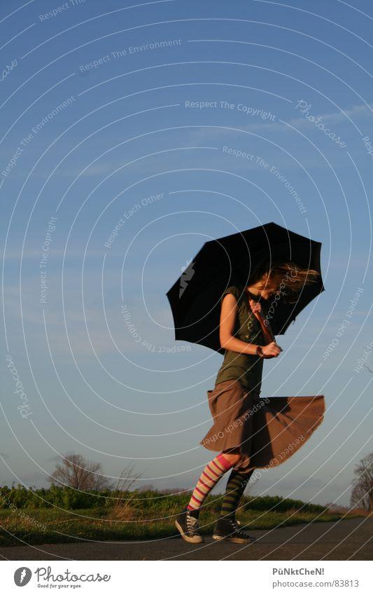 Rock on Regenschirm Baum Chucks Wolken Herbst Ringelsöckchen Straße