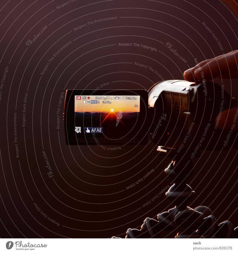 Mitbringsel Mensch Sonne braun Horizont träumen Finger Romantik Fotokamera Medien Filmindustrie Videokamera Hardware filmen Stativ