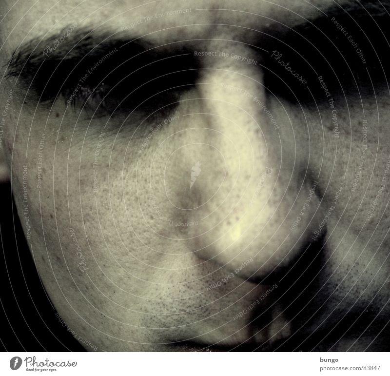 Schwarzseher Selbstportrait Porträt Bart dunkel Nacht Monster gruselig erschrecken Ekel Alptraum Stirn Wut Trauer Denken Mann Leiche Angst Panik Verzweiflung