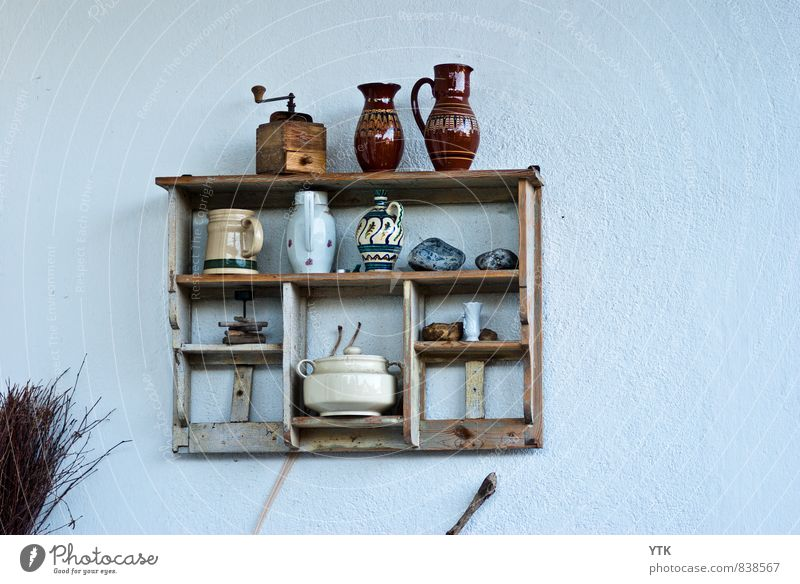 Haushalt Mauer Wand Fassade Schalen & Schüsseln Dekoration & Verzierung Kitsch Krimskrams Sammlung Sammlerstück historisch Kaffeemühle Krug Vase Becher Keramik