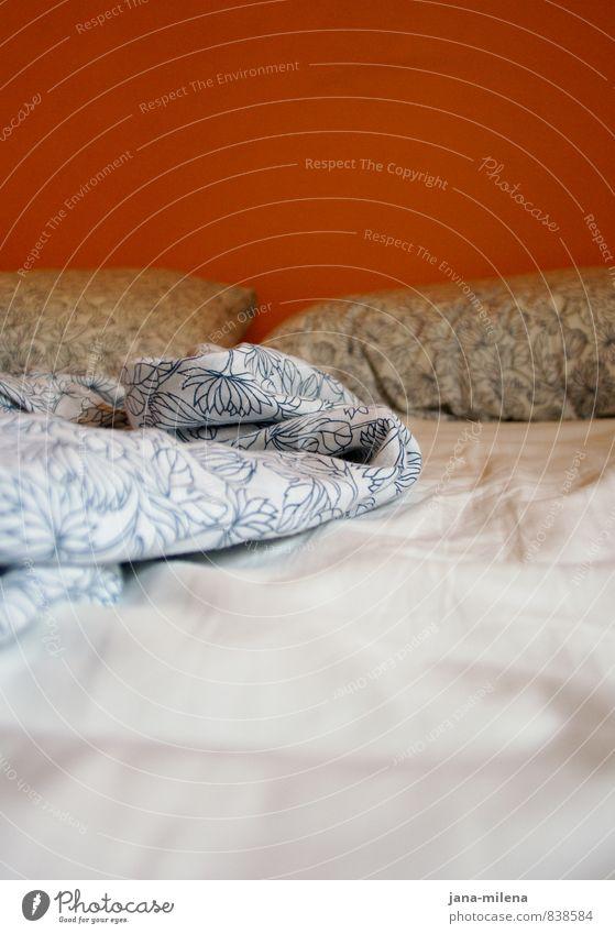 leerstelle Stil Zufriedenheit Erholung ruhig Häusliches Leben Wohnung Innenarchitektur Bett Schlafzimmer schlafen träumen ästhetisch Wärme Bettwäsche Kissen