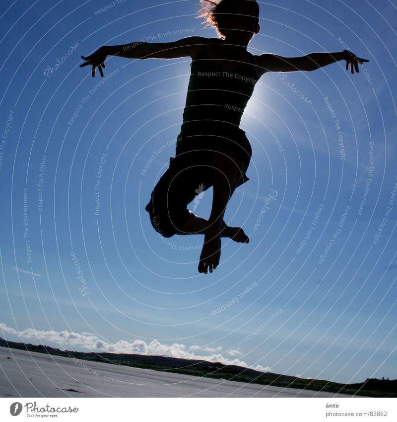 matrix II springen Strand Frau Himmel fangen Licht Gesundheit Ferien & Urlaub & Reisen Freude Leichtigkeit Hand Finger Barfuß Freizeit & Hobby Sommer Kraft