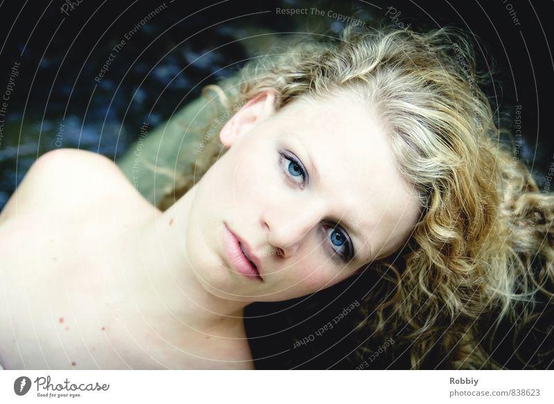 yeux bleus feminin Junge Frau Jugendliche Erwachsene Kopf 1 Mensch 13-18 Jahre Kind 18-30 Jahre blond langhaarig Locken liegen Blick schön natürlich Erotik blau