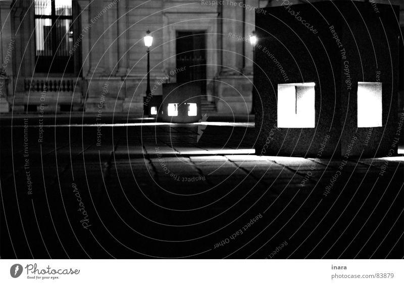 Sitzgelegenheit Nacht Licht schwarz weiß Paris Louvre Architektur Stein