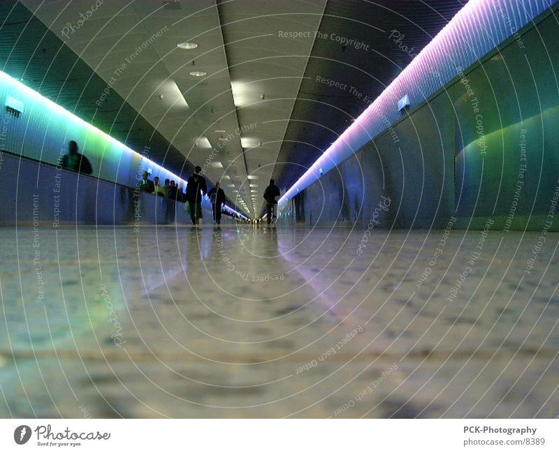 tunnel Tunnel Lichttunnel Rolltreppe Spektralfarbe Gangway Fototechnik Flughafen Farbe