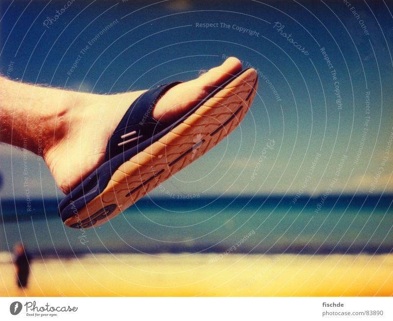 ach.. wenn doch schon sommer wär Badelatschen Sommer Strand Meer Barfuß Horizont gelb Erholung Pause Sonnenbad Badestelle blaues meer sun Fuß foot sea ocean