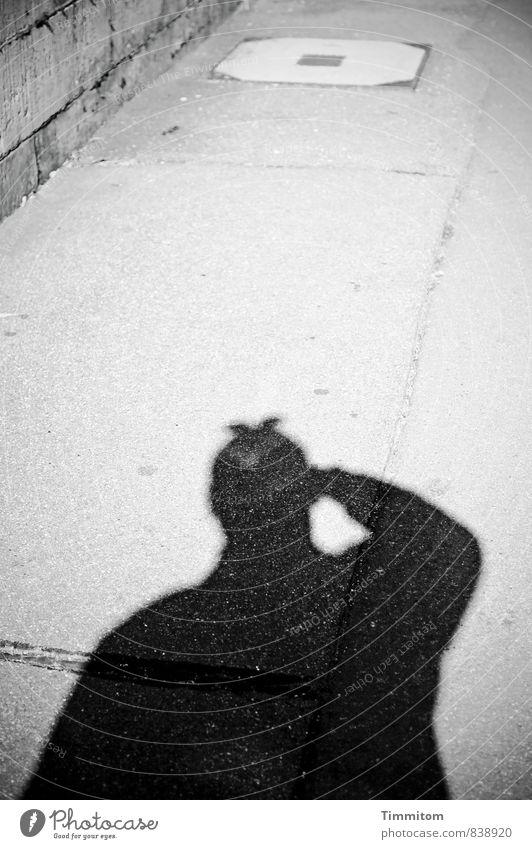 Ich war ein Schatten meiner selbst. 1 Mensch Mauer Wand Bürgersteig Gully Silhouette Linie Stein Beton gehen Blick ästhetisch dunkel authentisch einfach grau