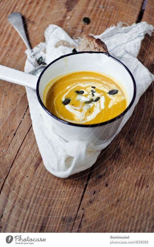 Kürbissuppe Herbst Lebensmittel Foodfotografie orange Ernährung lecker Brot herbstlich Mittagessen Topf Vegetarische Ernährung Holztisch Suppe Slowfood Eintopf
