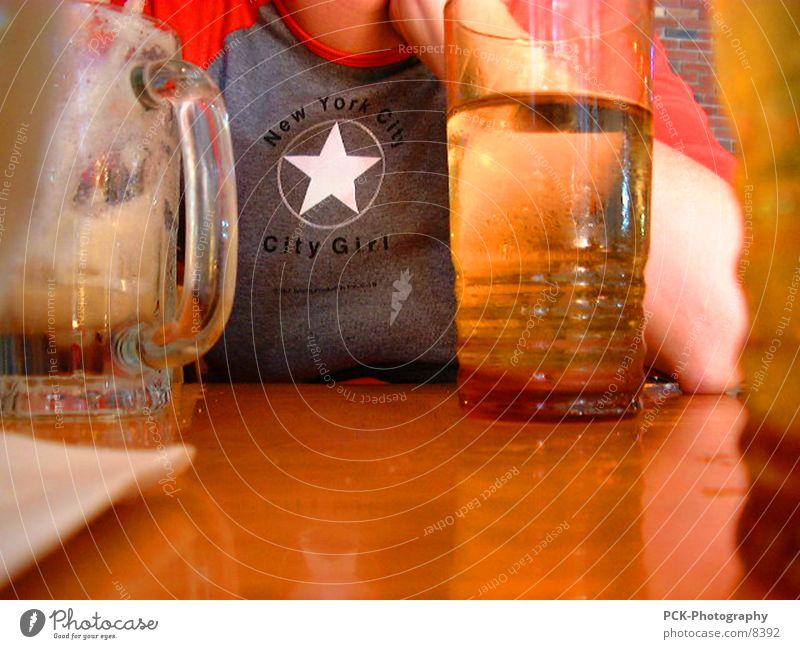 new york city girl Mensch Mädchen Glas Tisch Aussicht Bar Pub