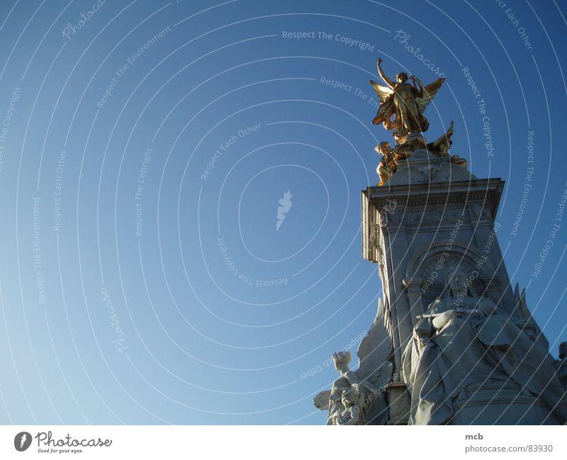 Victoria Memorial London Statue Monarchie historisch England König Himmel
