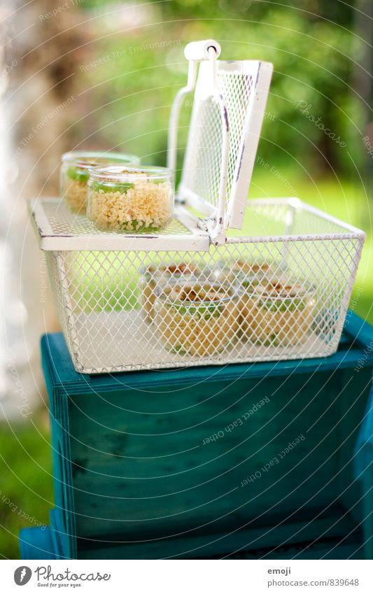 Picknickkorb Salat Salatbeilage Ernährung Vegetarische Ernährung Geschirr Schalen & Schüsseln lecker natürlich grün Korb Farbfoto Außenaufnahme Menschenleer Tag