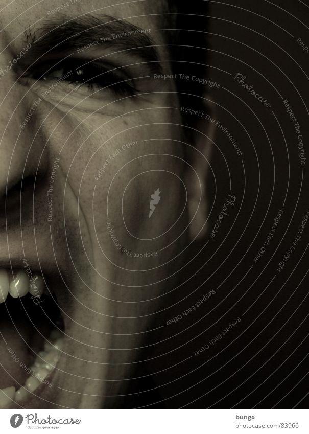 Schrei (so laut du kannst) Stirn Verzweiflung anstrengen Stress skeptisch Wut Ärger schreien sprechen gruselig Panik Angst Mann doubtful specticism crease