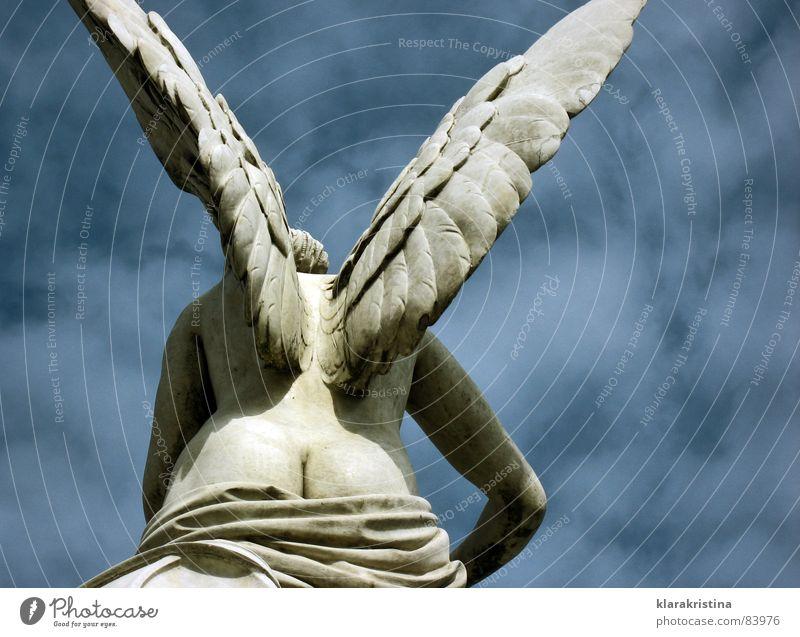 Engel Angelrute Himmel Skulptur Kunst Kultur Schlossbrücke sculpture Berlin Marmor sky blue Flügel wings
