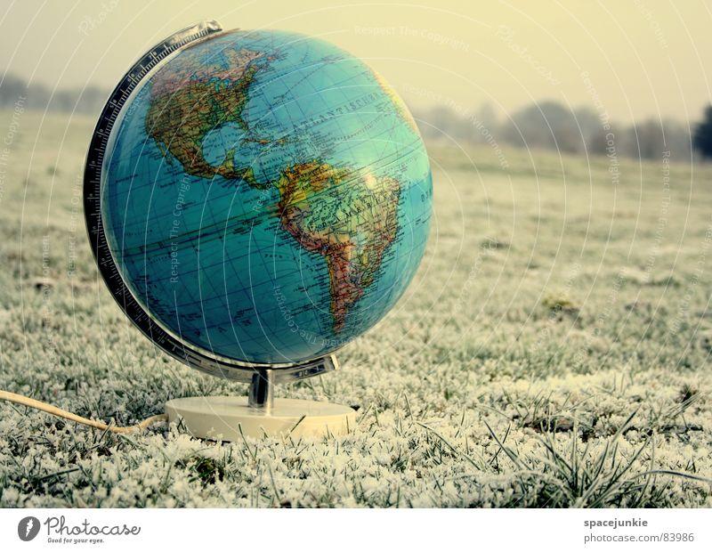 Eiskalte Welt global Globus Amerika Gras frieren erfrieren Schneesturm Weide herzlos Winter Eischnee unfair hart grausam Viehweide Erde Rasen Frost