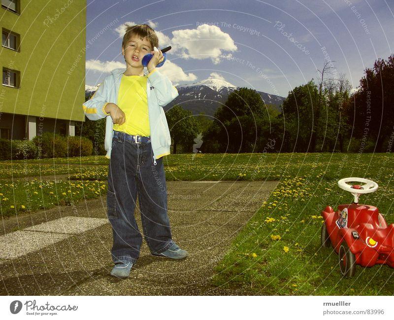 big business to do... Kind grün blau Freude Sommer gelb Wiese Spielen sprechen Junge Berge u. Gebirge Garten träumen lustig Freizeit & Hobby Telefon