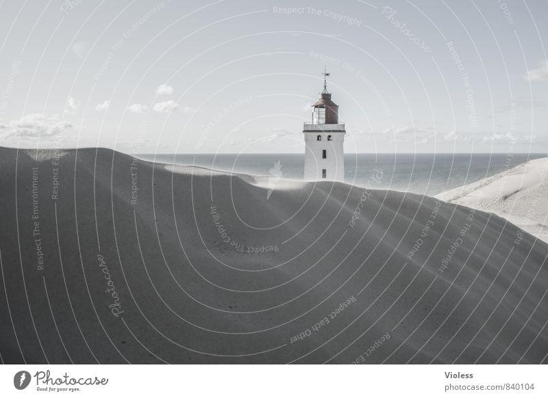 einsam wach .... Umwelt Natur Landschaft Urelemente Sand Luft Wasser Wellen Küste Strand Bucht Nordsee Ruine Sehenswürdigkeit Wahrzeichen Denkmal entdecken