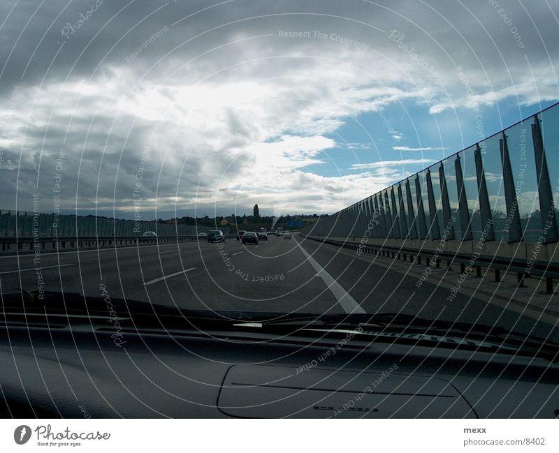Autobahn Himmel Wolken Straße PKW Regen