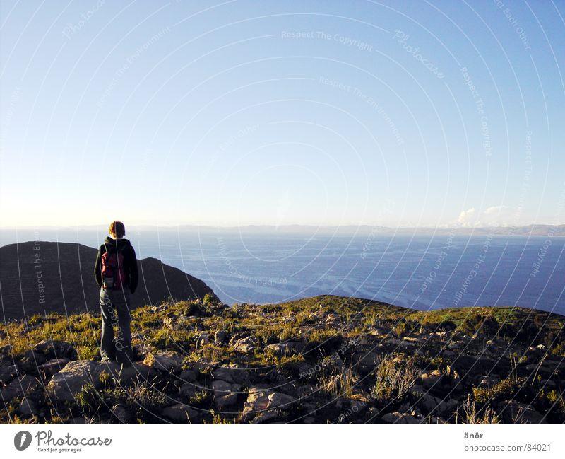 mal rausgucken... See Einsamkeit Horizont Meer Gras ruhig Ferien & Urlaub & Reisen Rucksack Denken abgelegen Panorama (Aussicht) Schönes Wetter Wiese