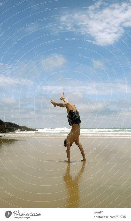capoeira Mensch Mann Himmel Freude Ferien & Urlaub & Reisen Freiheit Freizeit & Hobby genießen Paradies Witz Selbstständigkeit Himmelskörper & Weltall Spaßvogel