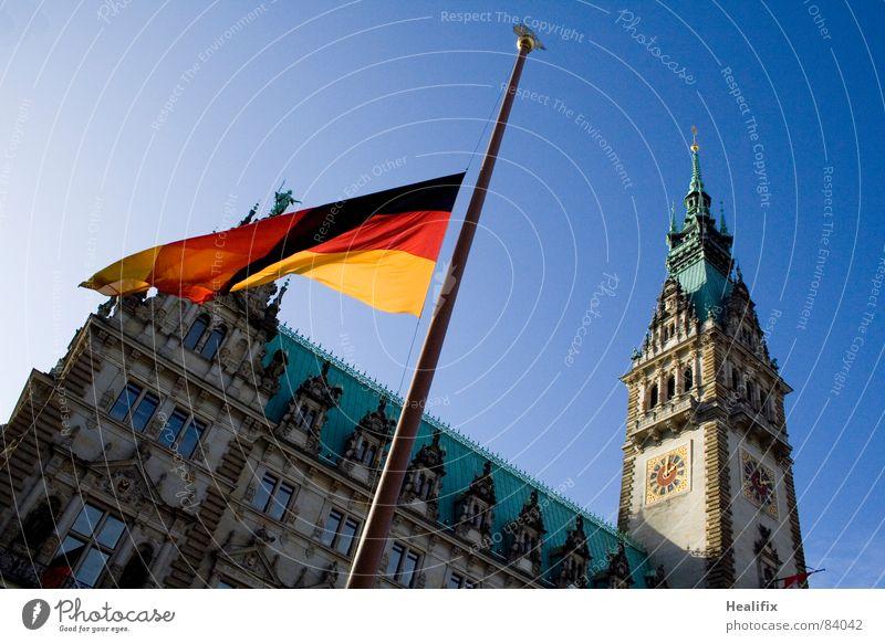 Remember Ferien & Urlaub & Reisen Tourismus Sightseeing Städtereise Arbeitsplatz Rathaus Himmel Hamburg Sehenswürdigkeit Fahne Traurigkeit weinen historisch