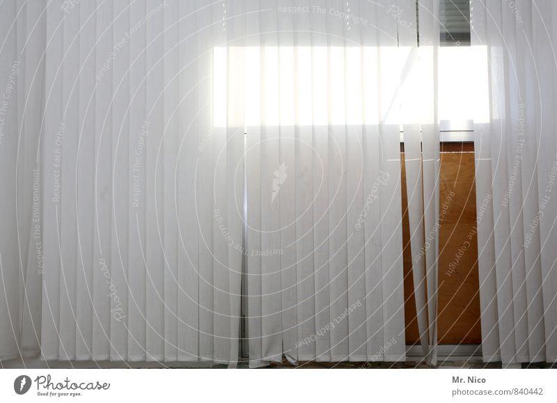 !Trash! | alles muss raus weiß Fenster Innenarchitektur grau Linie hell Wohnung Raum Häusliches Leben trist Streifen Falte Vorhang Gardine Fensterblick Jalousie