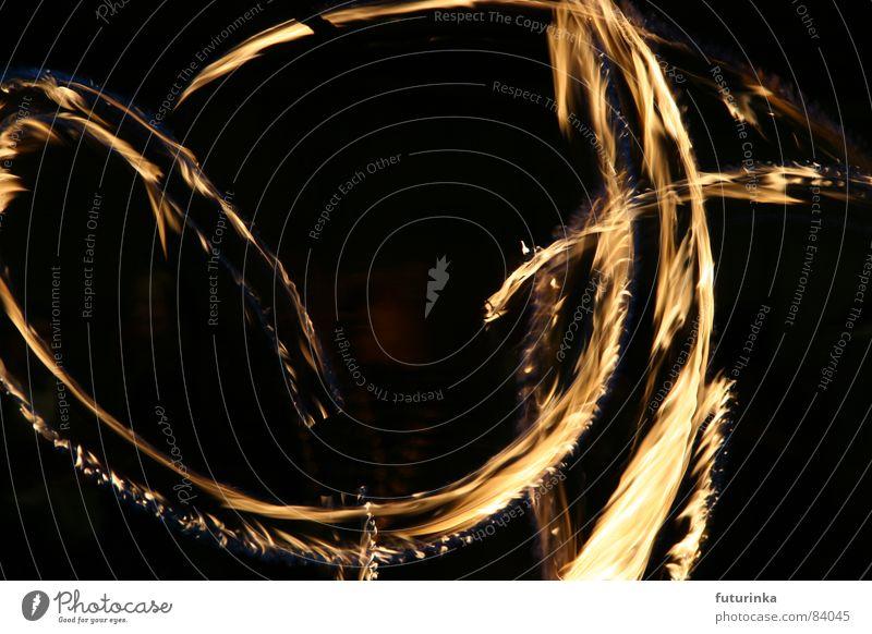 Feuertänzerin Freude Straße Spielen Gefühle Bewegung Traurigkeit Musik Zeit Raum Kraft Angst laufen Energiewirtschaft Geschwindigkeit Brand Kreis