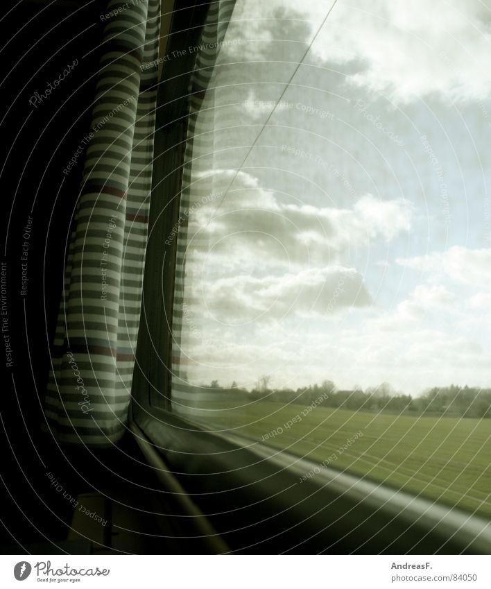 im Zug Bahnfahren Eisenbahn Ferien & Urlaub & Reisen träumen verträumt schlafen Denken Fenster dreckig Vorhang Gardine Sehnsucht Geschwindigkeit Schnellzug