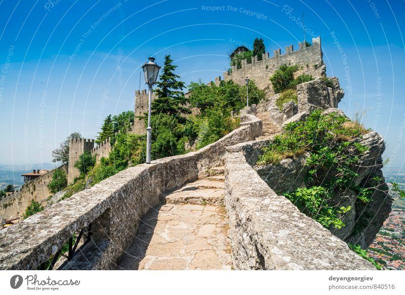Himmel Ferien & Urlaub & Reisen alt Baum Landschaft Berge u. Gebirge Architektur Gebäude Stein Felsen Europa Aussicht historisch Hügel Italien Burg oder Schloss